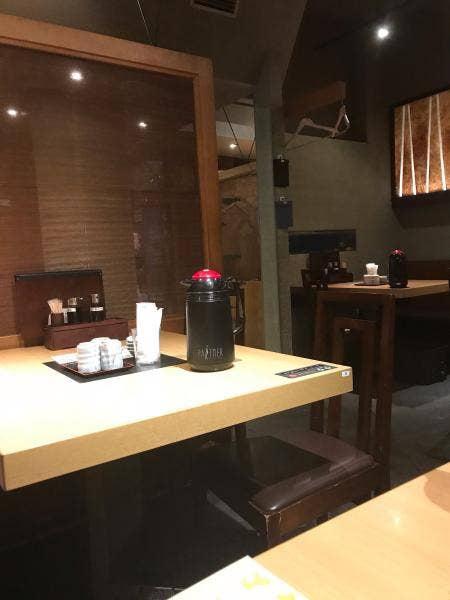 「新橋 魚の飯(さかなのまんま)」の内装