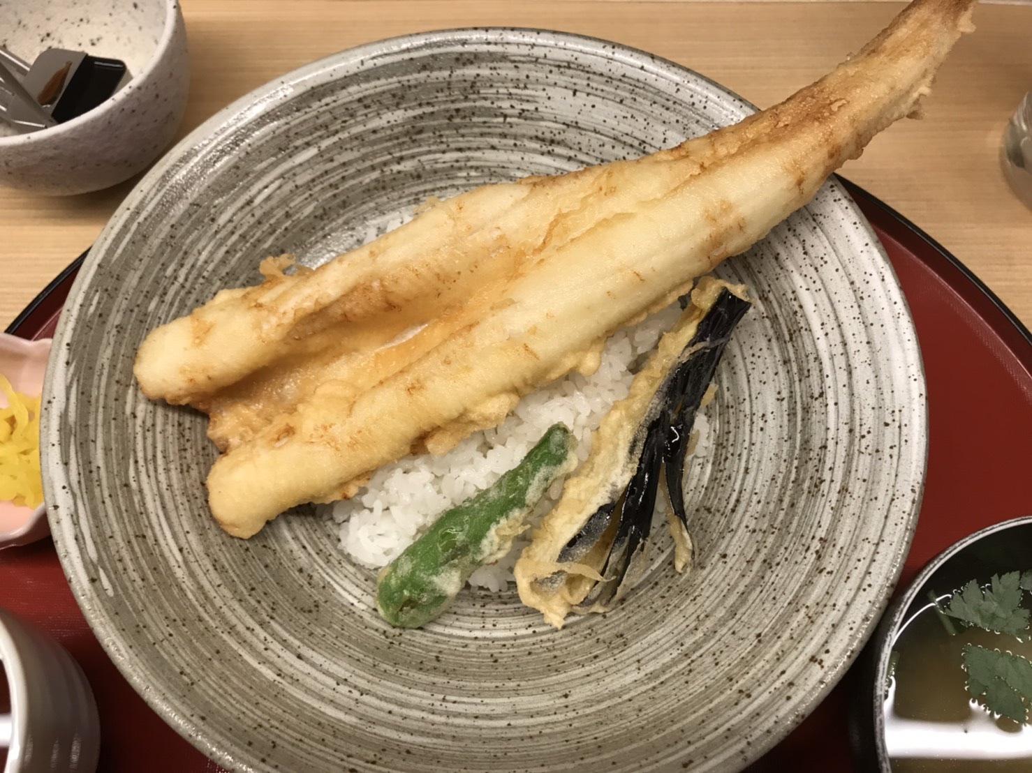 天ぷら やす田のランチ「穴子天丼 1,000円(税別)」
